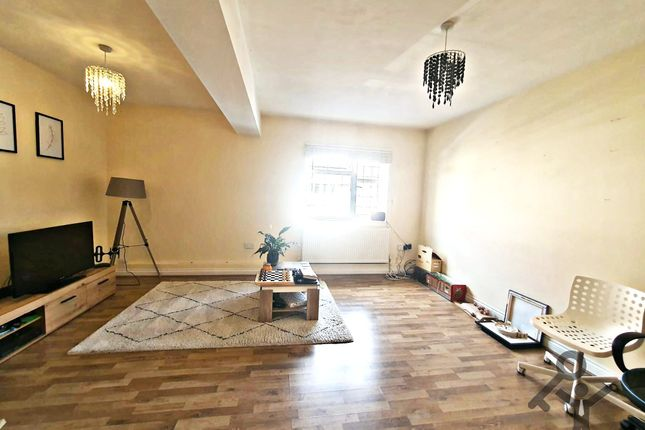 2 bed flat to rent in Woodhurst Avenue, Petts Wood BR5