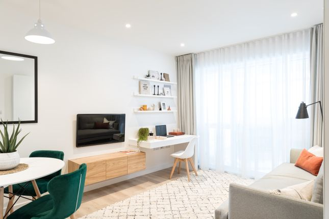 Thumbnail 1 bedroom flat for sale in Apple Tree Road, London