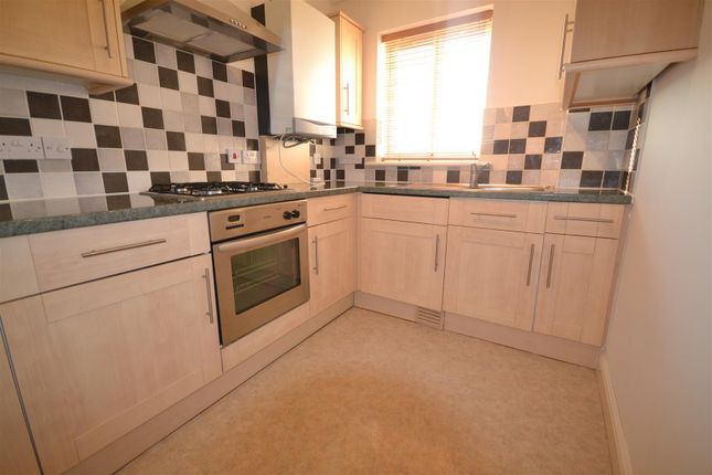Thumbnail Flat to rent in Lynmouth Gardens, Chelmsford