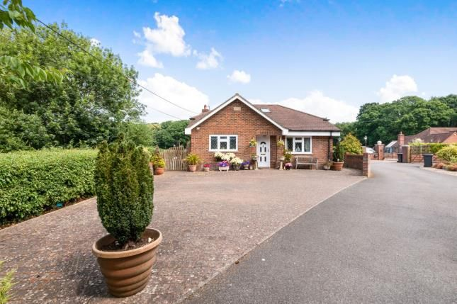Thumbnail Bungalow for sale in Pamber Green, Tadley, Hampshire