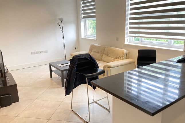 Thumbnail Flat to rent in Very Near The Grove Area, Ealing Broadway South Side