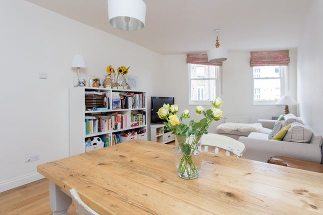Thumbnail Town house for sale in Grafton Road, Kentish Town