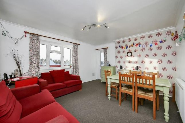 Thumbnail Flat for sale in High Street South, London