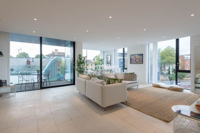 Flat to rent in Latitude House, Camden