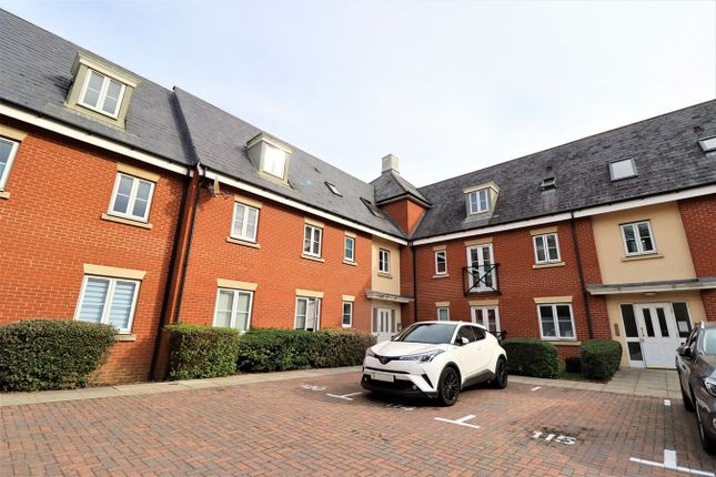 2 bed flat for sale in Priory Chase, Rayleigh SS6