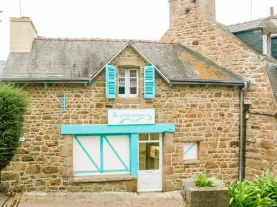 Properties for sale in le de br hat paimpol saint for Atypic immo