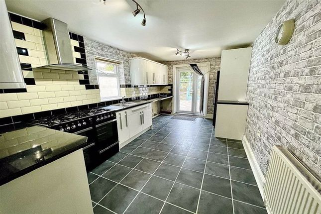 3 bed terraced house to rent in Whitworth Road, Woolwich, London SE18