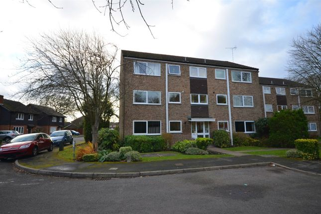 Thumbnail Flat for sale in Henley Drive, Frimley Green, Surrey