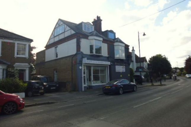 3 bed flat for sale in Shepperton Road, Laleham, Staines TW18