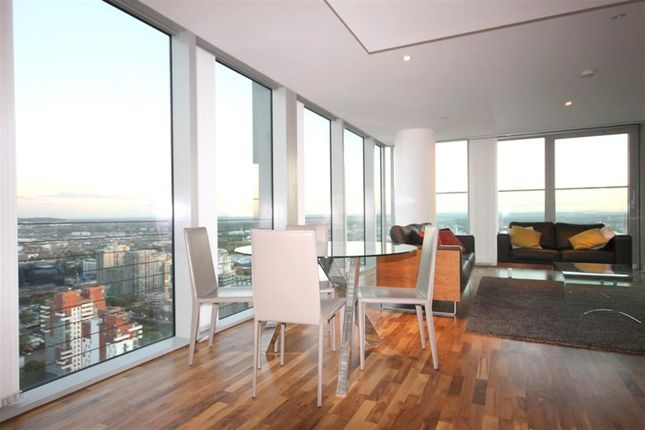 Thumbnail Flat to rent in The Landmark East, Canary Wharf