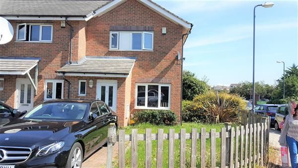 Thumbnail Property to rent in Meadowford Close, London