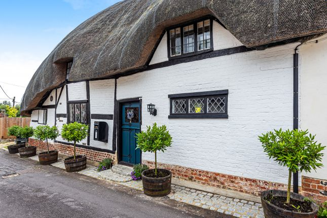 Thumbnail Cottage for sale in Paynes Lane, Broughton, Stockbridge, Hampshire