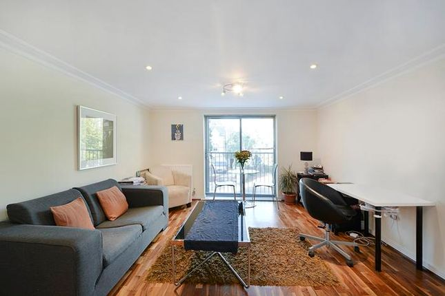 Thumbnail Flat to rent in Keswick Road, Putney, London