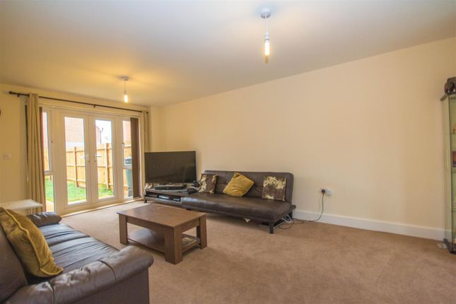 Thumbnail Detached house to rent in Lakeland Drive, Berryfields, Aylesbury
