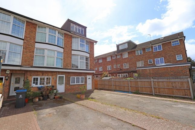 5 Bedroom Mid-Terraced House For Sale