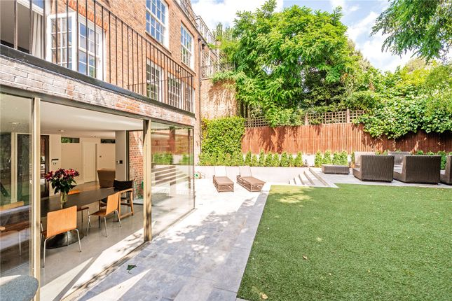 Thumbnail Terraced house to rent in Royal Hospital Road, Chelsea, London
