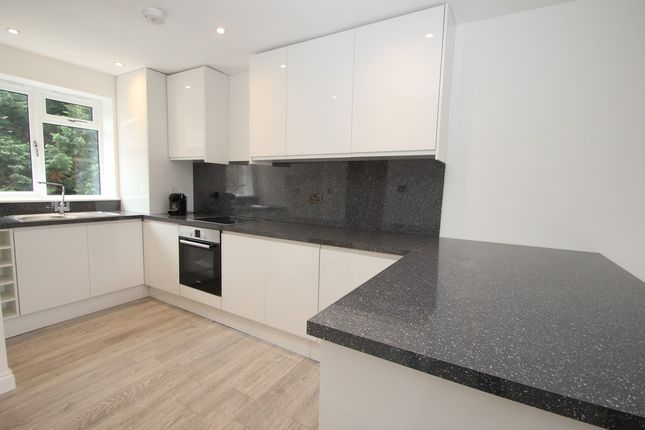 2 bed flat to rent in Oak Hill Crescent, Surbiton