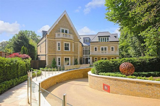 Thumbnail Flat to rent in The Residence, Camlet Way, Hadley Wood, Hertfordshire
