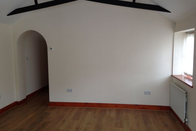 Thumbnail Bungalow to rent in Kingsway, Farnham Common