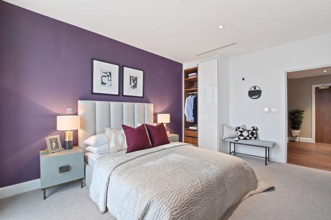 Flat for sale in 41 Mastmaker Road, London