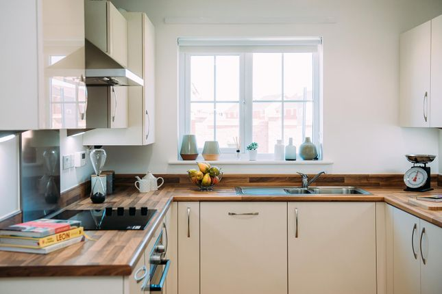 Kitchen of Ermine Close, Worsley, Manchester M28