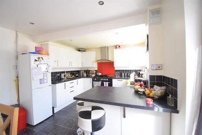 3 bed terraced house to rent in Windsor Close, Malvern WR14