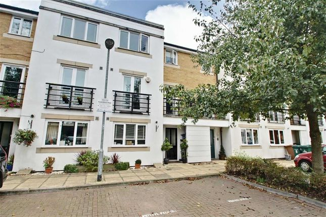 Thumbnail Town house for sale in Hemsley Road, Kings Langley