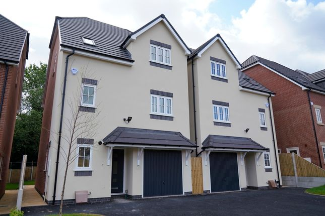 5 bed detached house to rent in Observer Drive, Tettenhall, Wolverhampton, West Midlands WV6