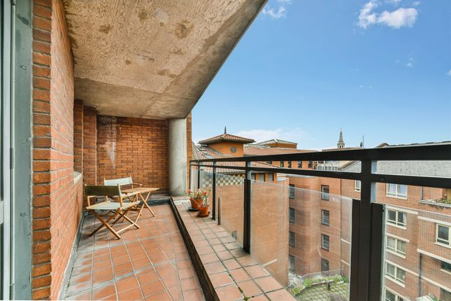 Thumbnail Flat for sale in Bedford Court, London