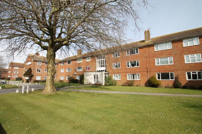 2 bed flat to rent in Meadway Court, The Boulevard, Worthing