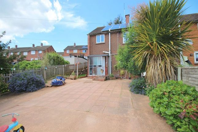Thumbnail Property for sale in Hunivers Place, Crediton