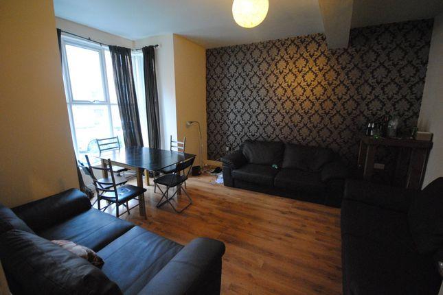 Thumbnail Room to rent in Regent Park Terrace, Hyde Park, Leeds 2Ax, Hyde Park, UK