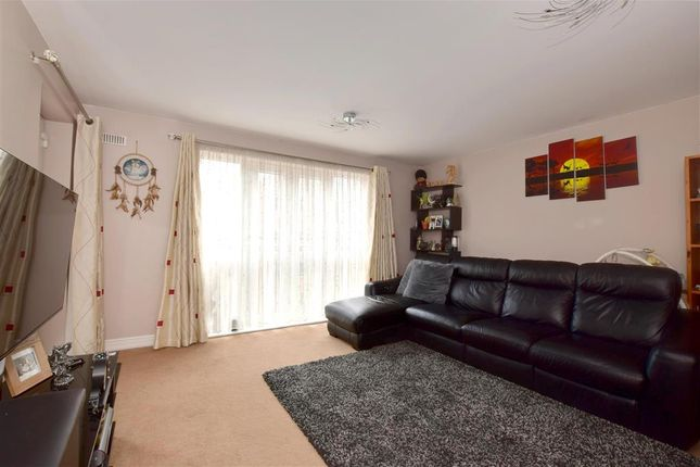Thumbnail Flat for sale in Cannons Wharf, Tonbridge, Kent