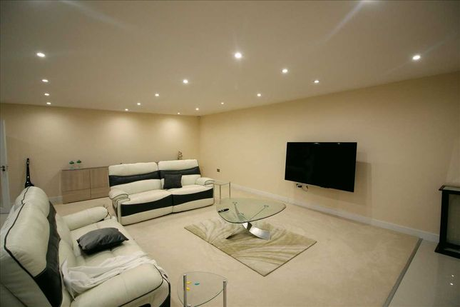 Main Picture of Beverly Drive, Edgware HA8