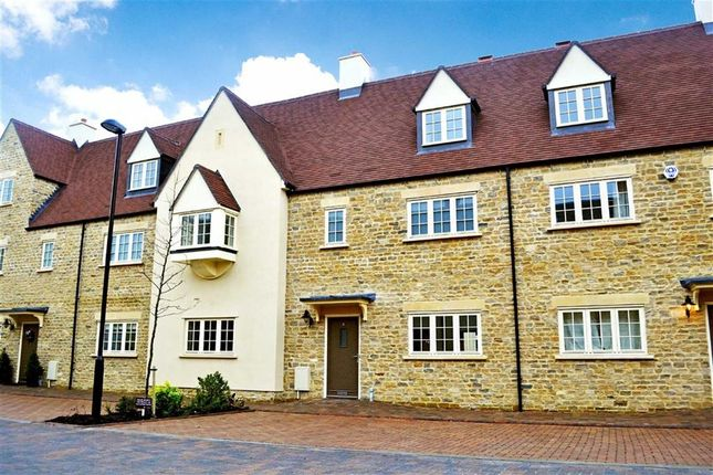 Thumbnail Town house to rent in Ashford Close, Woodstock, Woodstock, Oxfordshire