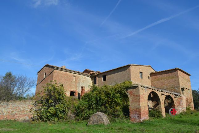 4 bed farmhouse for sale in Traversa Dei Monti, San Giovanni D'asso, Siena, Tuscany, Italy