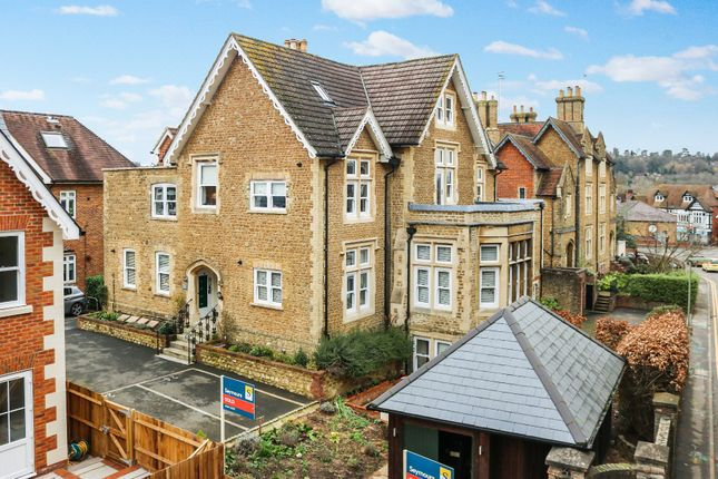 2 bed flat for sale in Croft Road, Godalming, Surrey GU7
