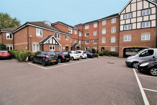 1 bed flat for sale in Darkes Lane, Potters Bar, Hertfordshire EN6