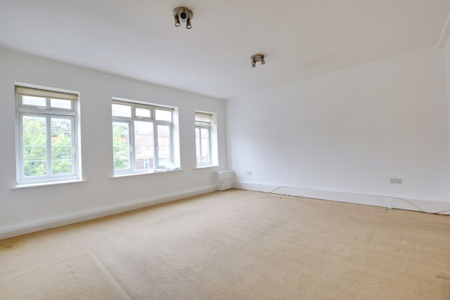 Thumbnail Flat to rent in Odeon Parade, Rickmansworth, Hertfordshire