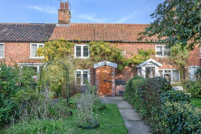 Thumbnail Cottage for sale in Station Road, Beccles, Norfolk