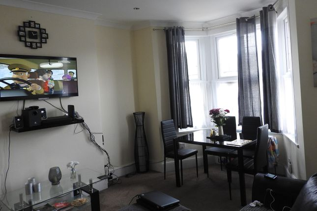 Thumbnail Flat to rent in Richmond Rd, Ilford