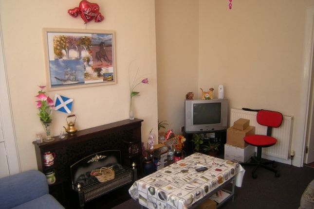 Thumbnail Flat to rent in Ramsay Road, Kirkcaldy, Fife