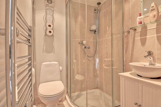 Bathroom of Burns Drive, Dronfield S18