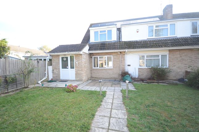 Thumbnail Detached house to rent in Kingfisher Drive, Woodley, Reading