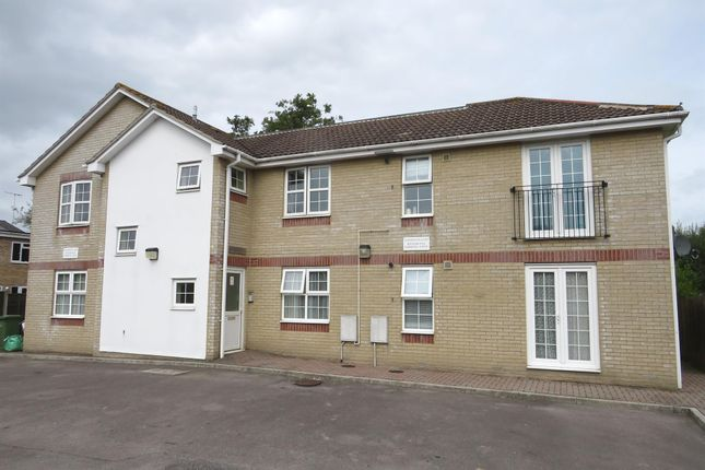 Thumbnail Flat for sale in Simmons Close, Hedge End, Southampton