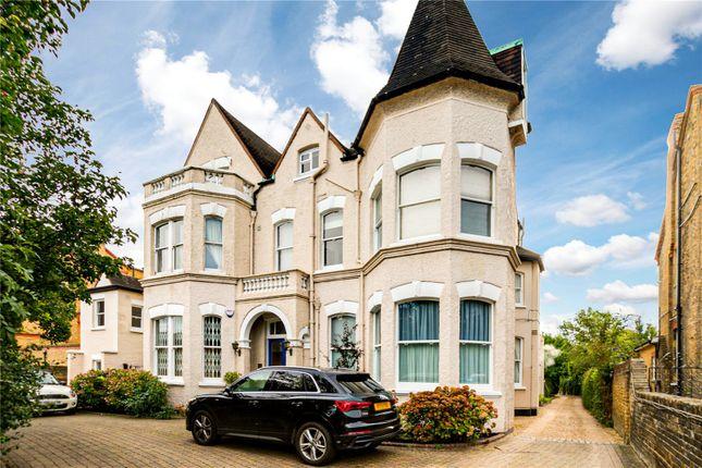 3 bed flat for sale in Castelnau, London SW13
