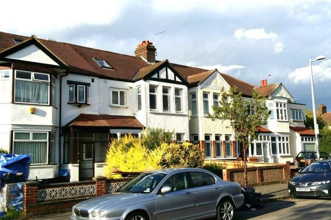 4 bed terraced house to rent in Cheyne Avenue, London