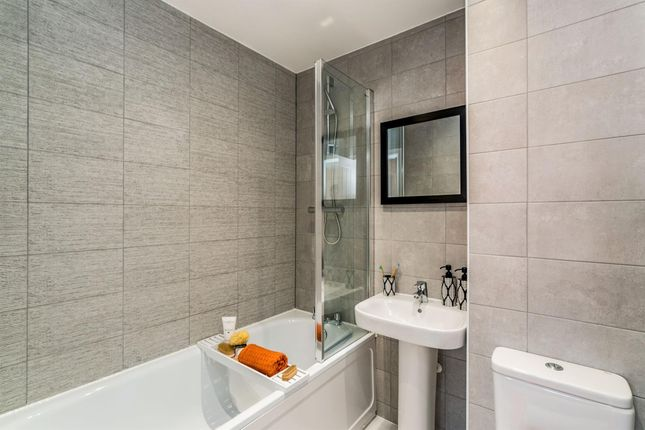 Bathroom of President Road, Buckinghamshire, Aylesbury HP18