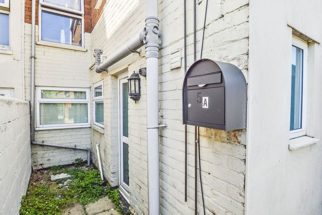 1 bed flat for sale in York Road, Swindon, Wiltshire
