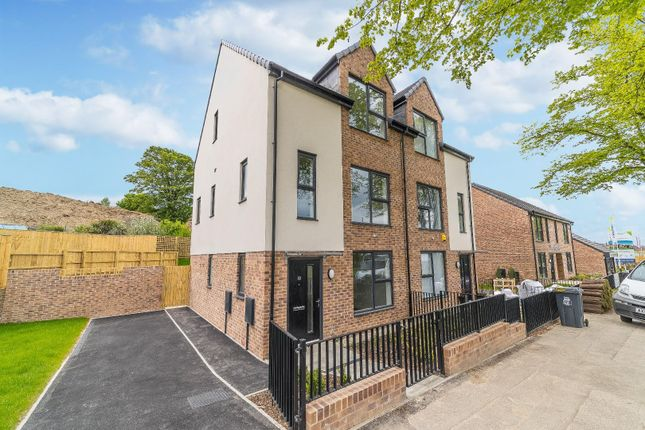 Thumbnail Town house to rent in Harborough Avenue, Sheffield
